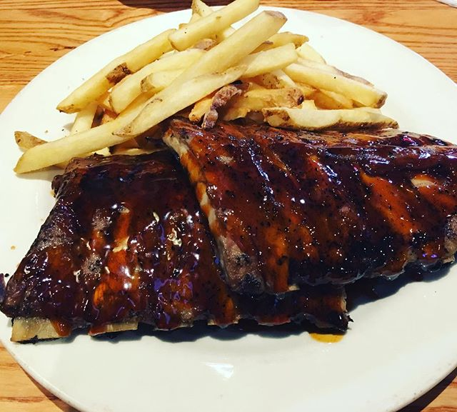 Didn't have time to plan dinner cause I was so busy today with coaching and clients, plus super hungry from my full body circuit today, so I'm tearing up some ribs.