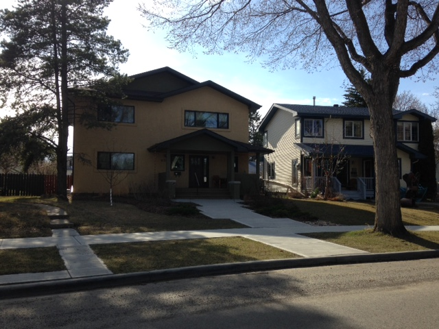 This 2009 infill has a principle res main and 2 floor on north and 2 inlaws suites for parents on south achieving increased density.JPG
