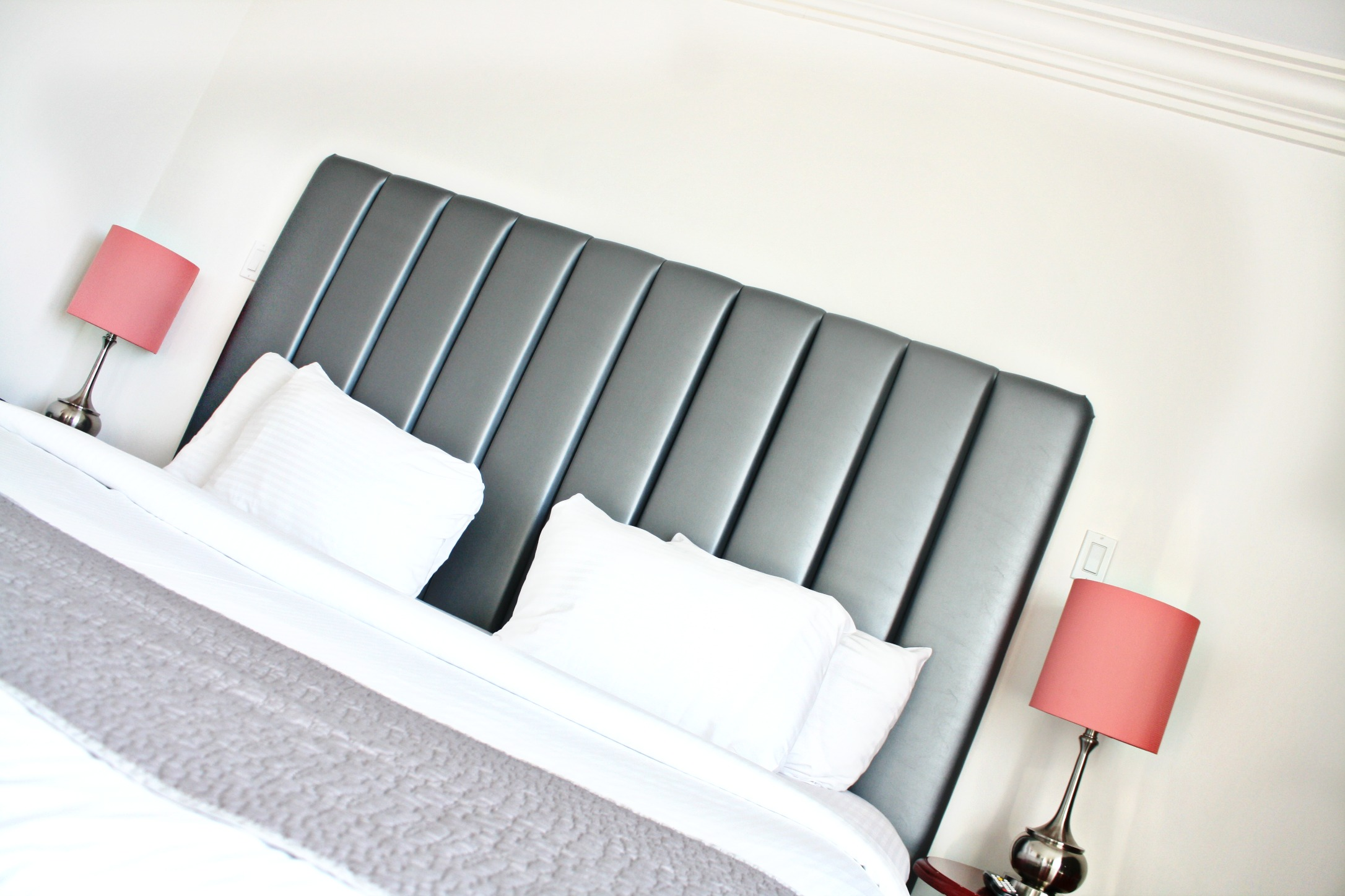First Off: KING SIZE. Second: Decor..I LOVE!!
