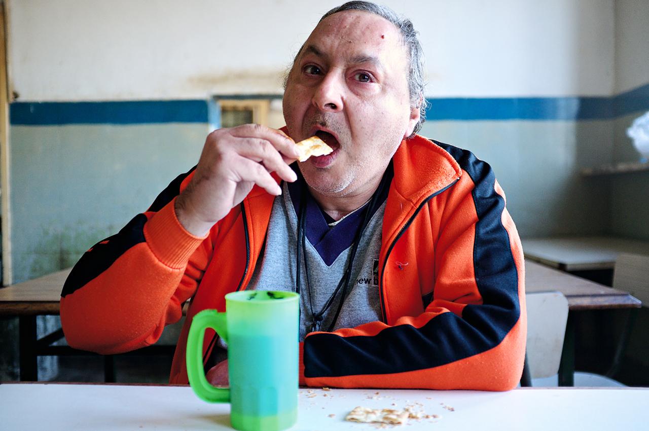 hombre galletita come DSCF0524.jpg