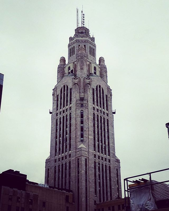 #levequetower from the roof of our job. I think of Gotham every time I see it. #columbus #ohio #building #architecture #gotham #batman #instagood #cityscape #city #galaxys7 ##s7