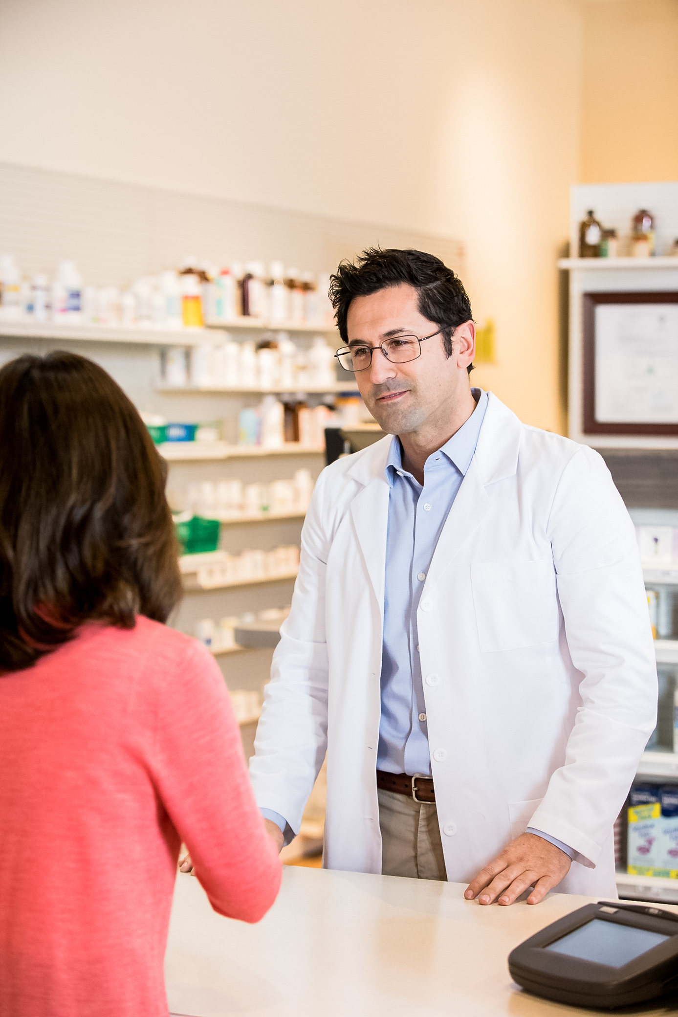 EL_2_PHARMACY_1_PharmacistCounter_004.jpg