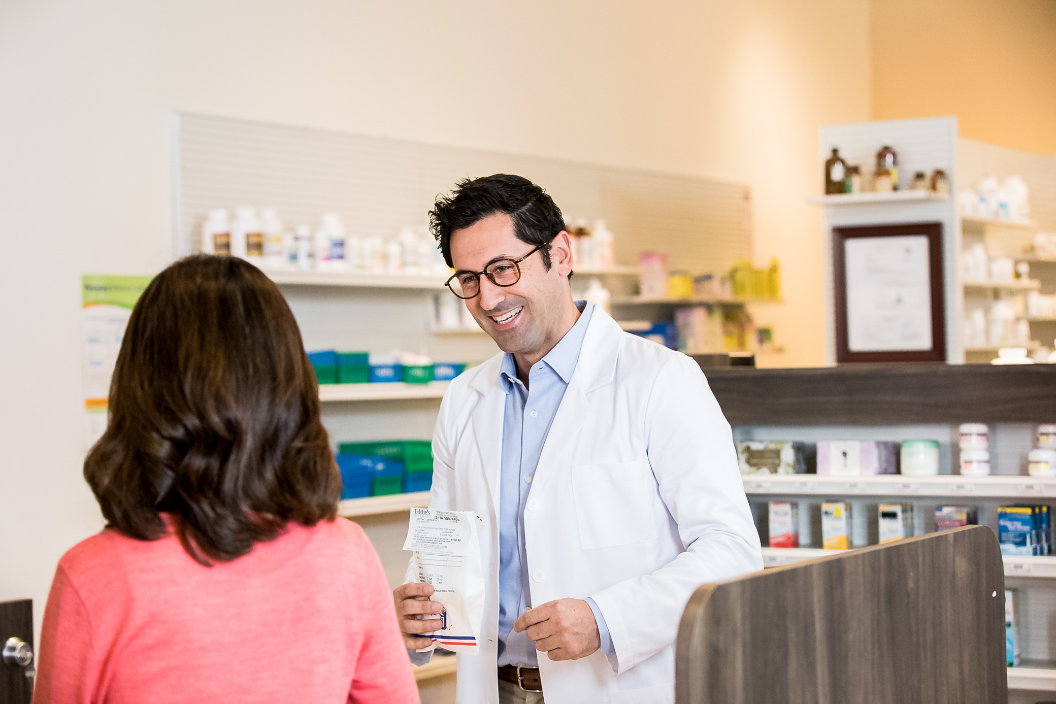 EL_2_PHARMACY_1_PharmacistCounter_057.jpg