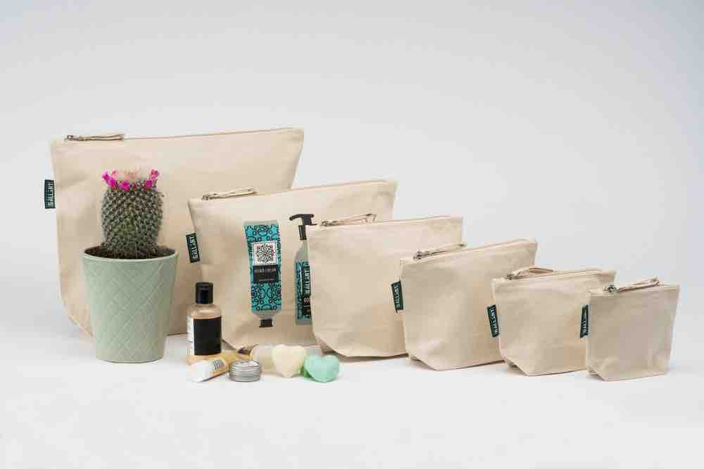 cosmetic_bags_wholesale_canvas_makeup_bags.jpg