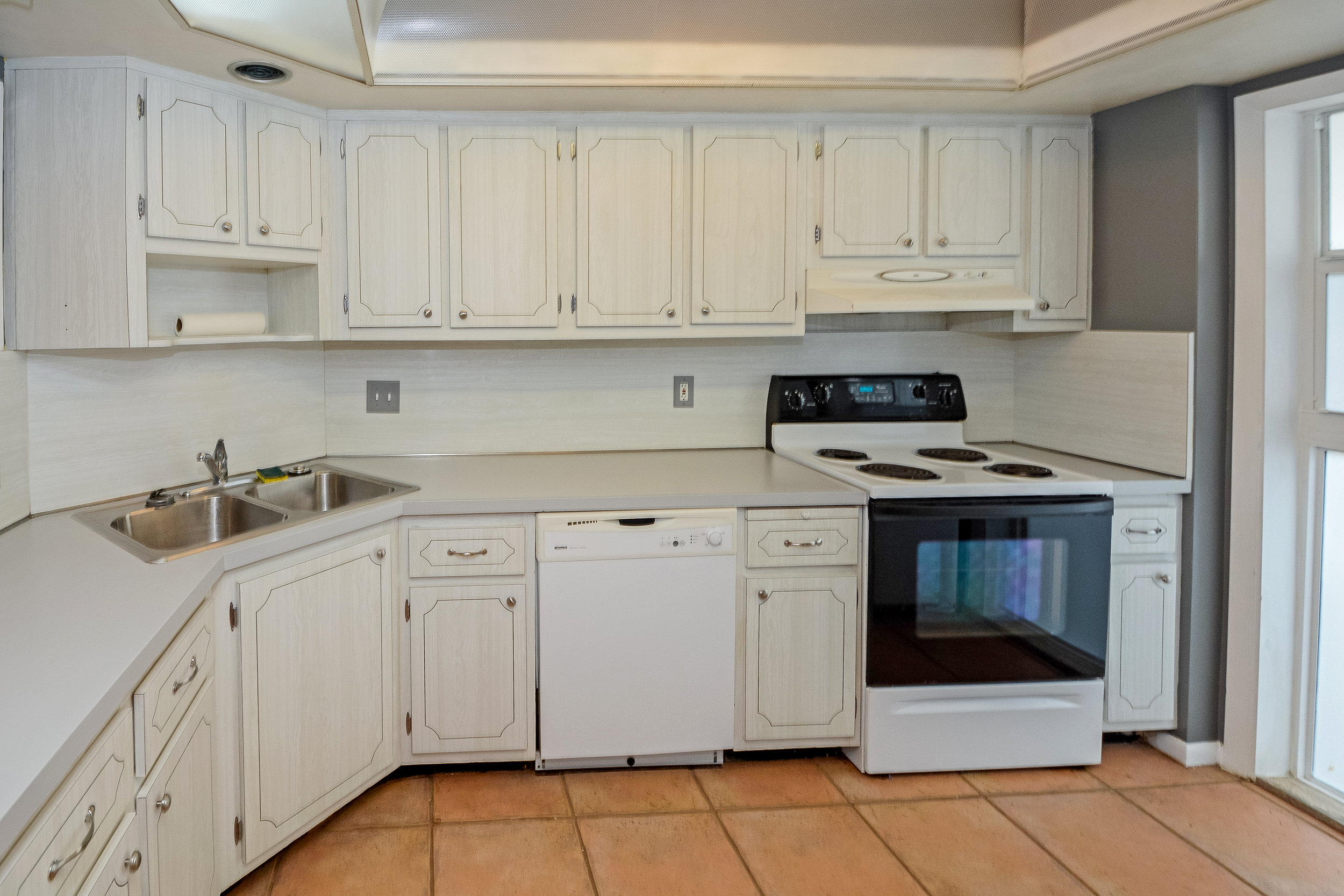 1200_sw_12th_st_217_MLS_HID1120027_ROOMkitchen1.jpg
