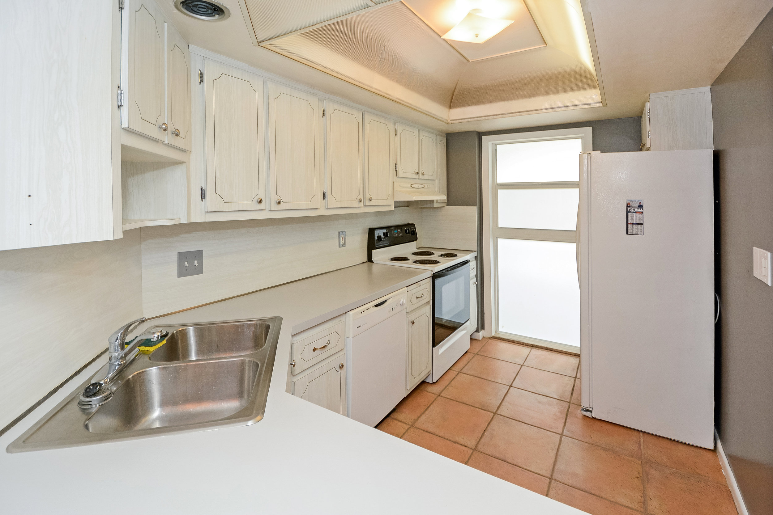 1200_sw_12th_st_217_MLS_HID1120027_ROOMkitchen2.jpg