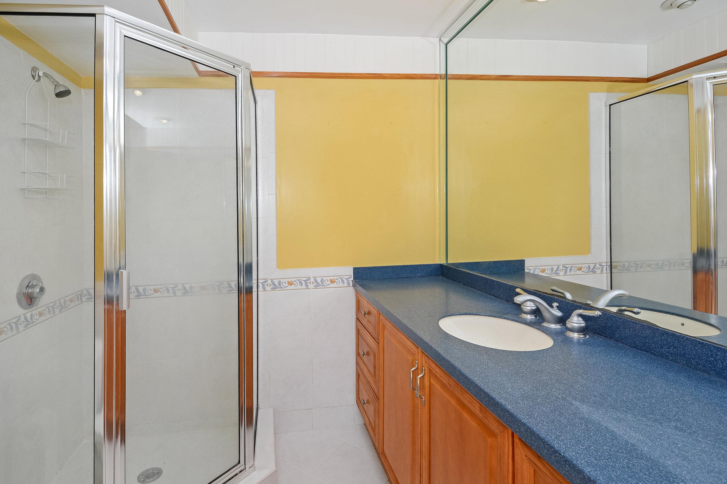 1200_sw_12th_st_217_MLS_HID1120027_ROOMmasterbathroom.jpg