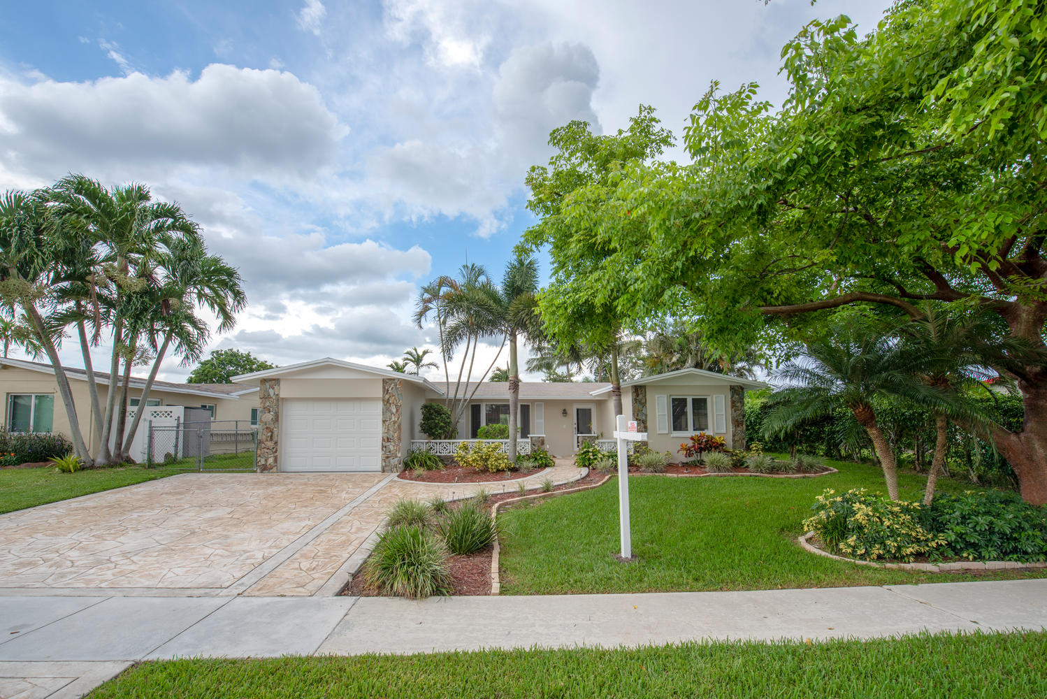 9311 NW 20th Ct Pembroke Pines-large-001-27-Exterior  Front-1499x1000-72dpi.jpg