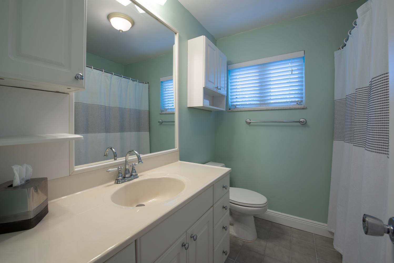9311 NW 20th Ct Pembroke Pines-large-020-19-Bathroom-1499x1000-72dpi.jpg