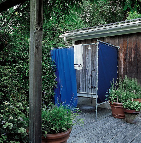 sarah-jessica-parker-elle-decor-outdoor-shower-remodelista