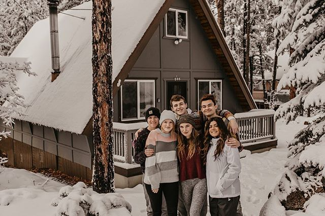 your friend group could never 😌😤🌵❄️ - i've been having such an amazing time in flagstaff with my best friends and i'm so so so grateful to have them in my lives ❤️ - photo by @paytonhartsell 📸