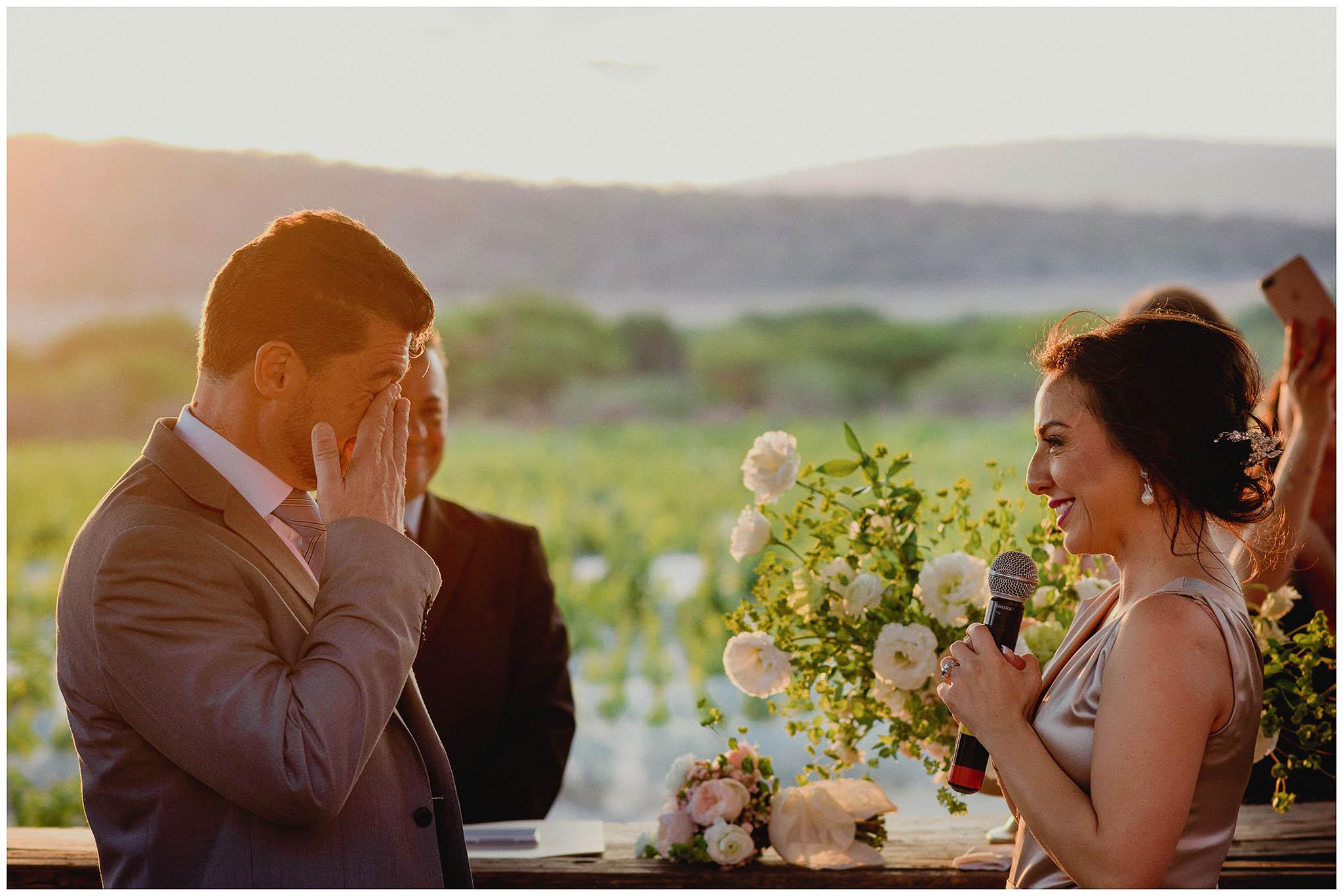 Novio llora en su boda