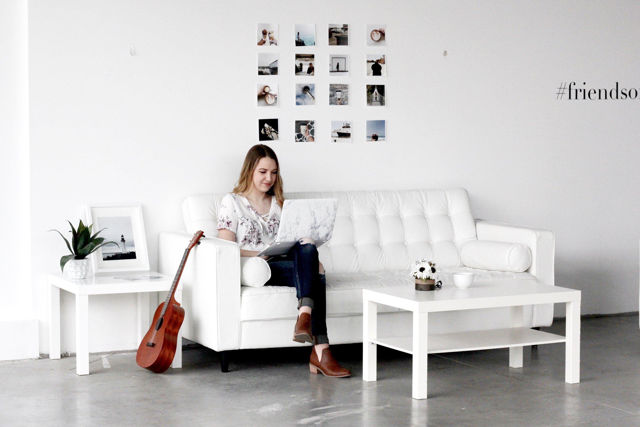 MODEL: ASHLEIGH BALL  (check out her work at @ashleighballcalligraphy)  WHITE MARBLE LAPTOP CASE: Renpho