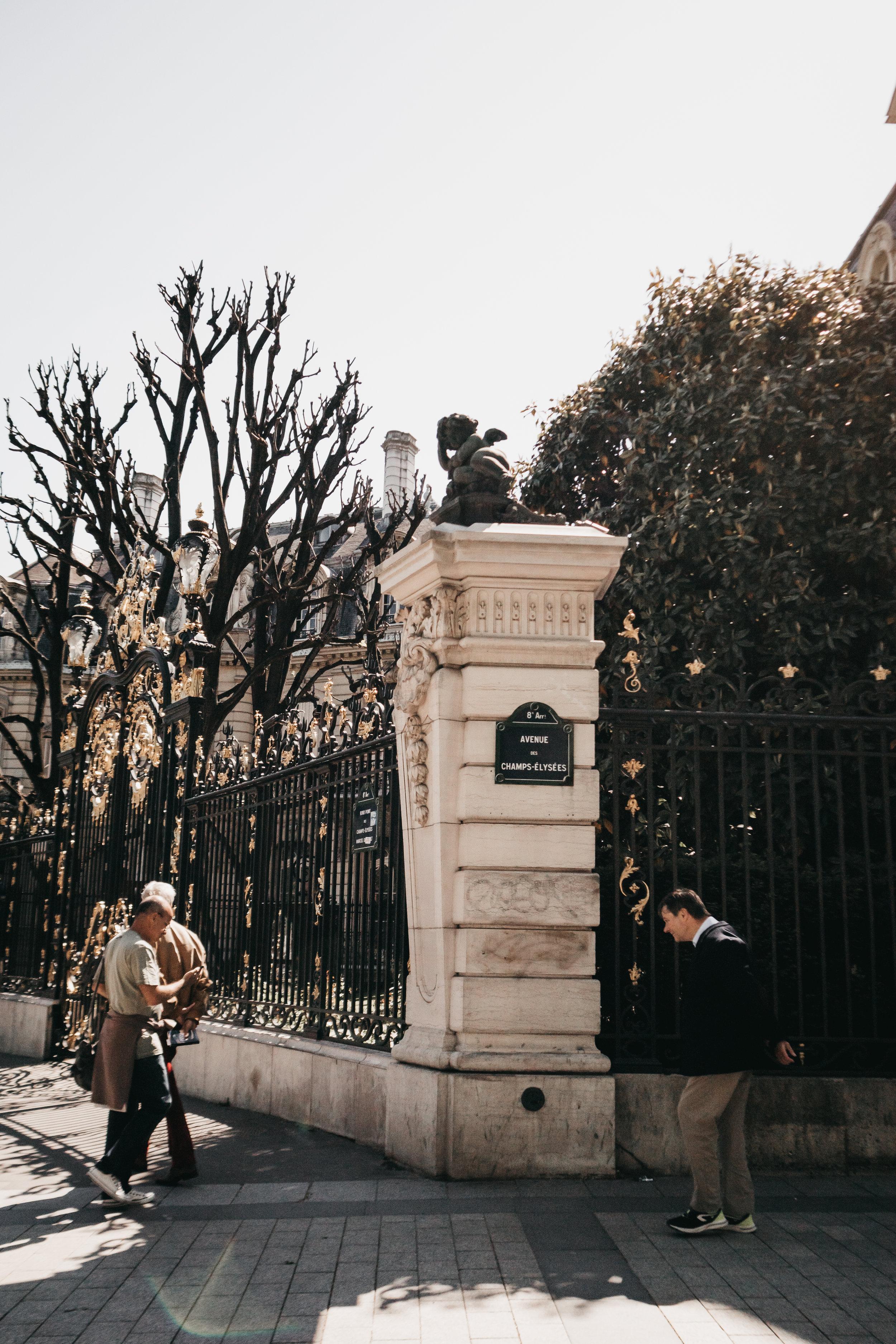 """Couldn't stop singing: """"Au soleil, sous la pluie, à midi ou à minuit , Il y a tout ce que vous voulez aux Champs-Elysées"""""""
