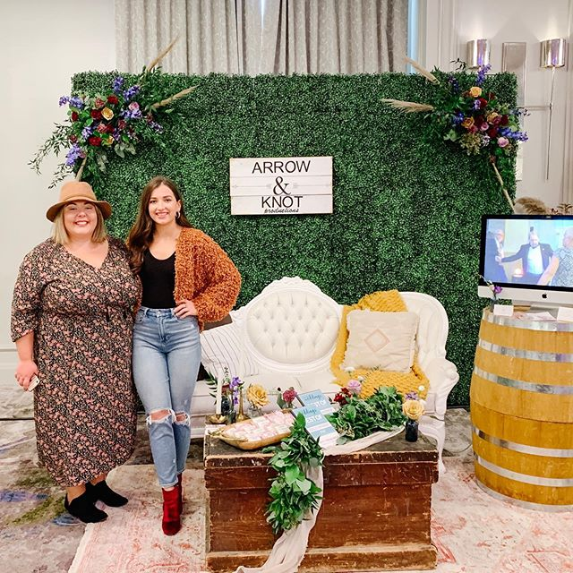 We had the BEST time at an Indie Wedding Social. It was so great chatting with so many amazing couples & our vendor friends 💕💕 Thanks @elegantproductions for putting on such a great event!  Florals: @flourishfloraldesigns  Rentals: @glowtheeventstore