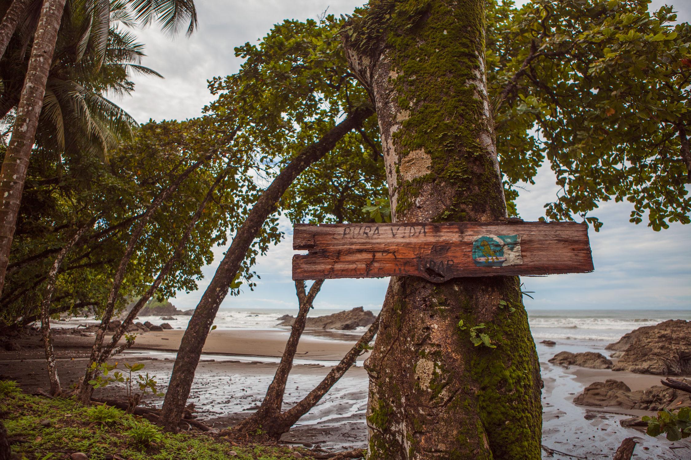 dominical-costa-rica-wander-south-beach-sign.jpg