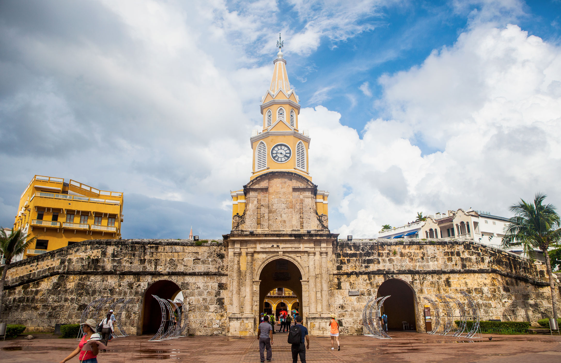 cartagena-colombia-wander-south-old-town-gate-1.jpg