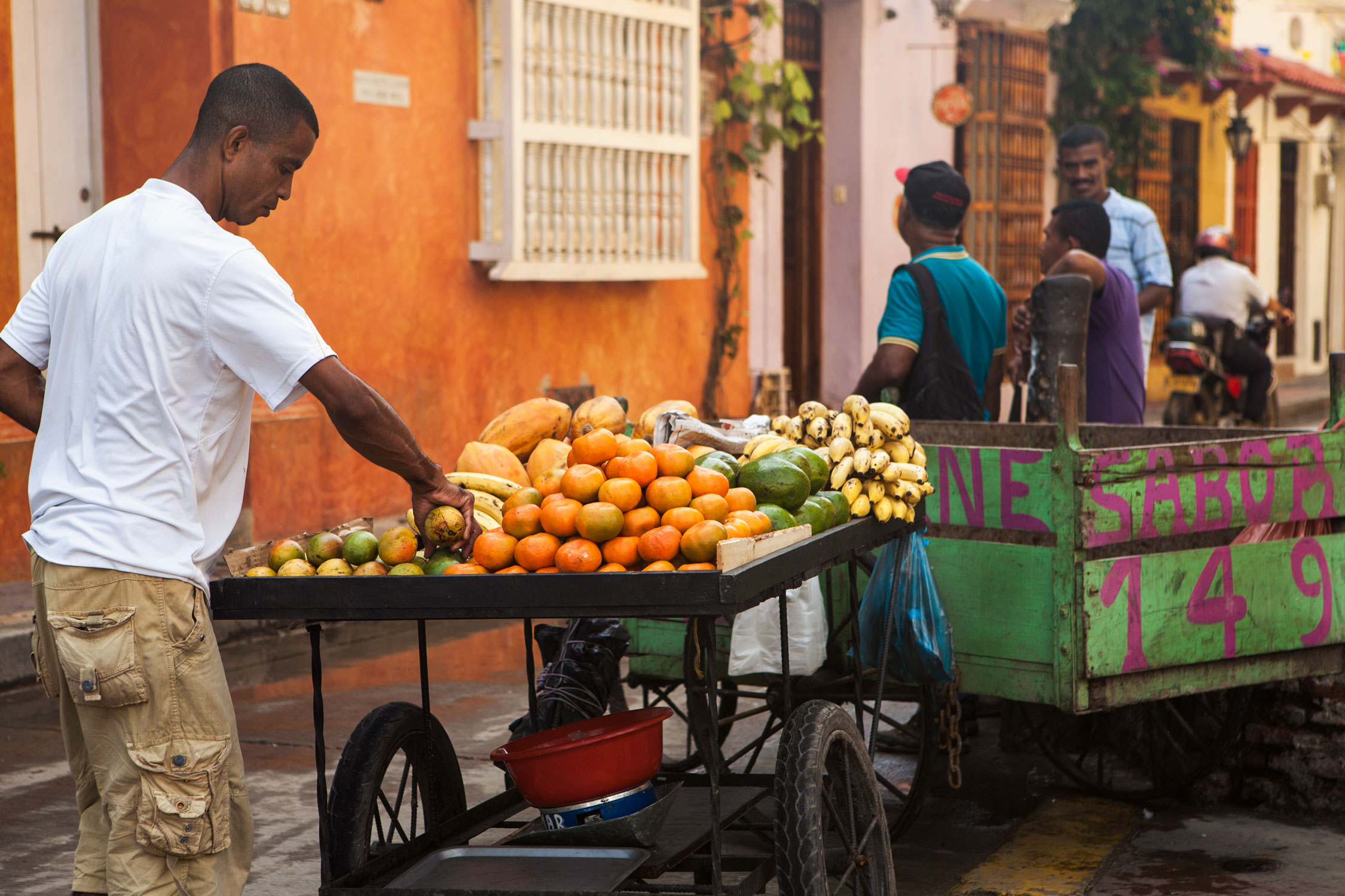 cartagena-colombia-wander-south-getsemani-3-orange-fruit-vendor.jpg