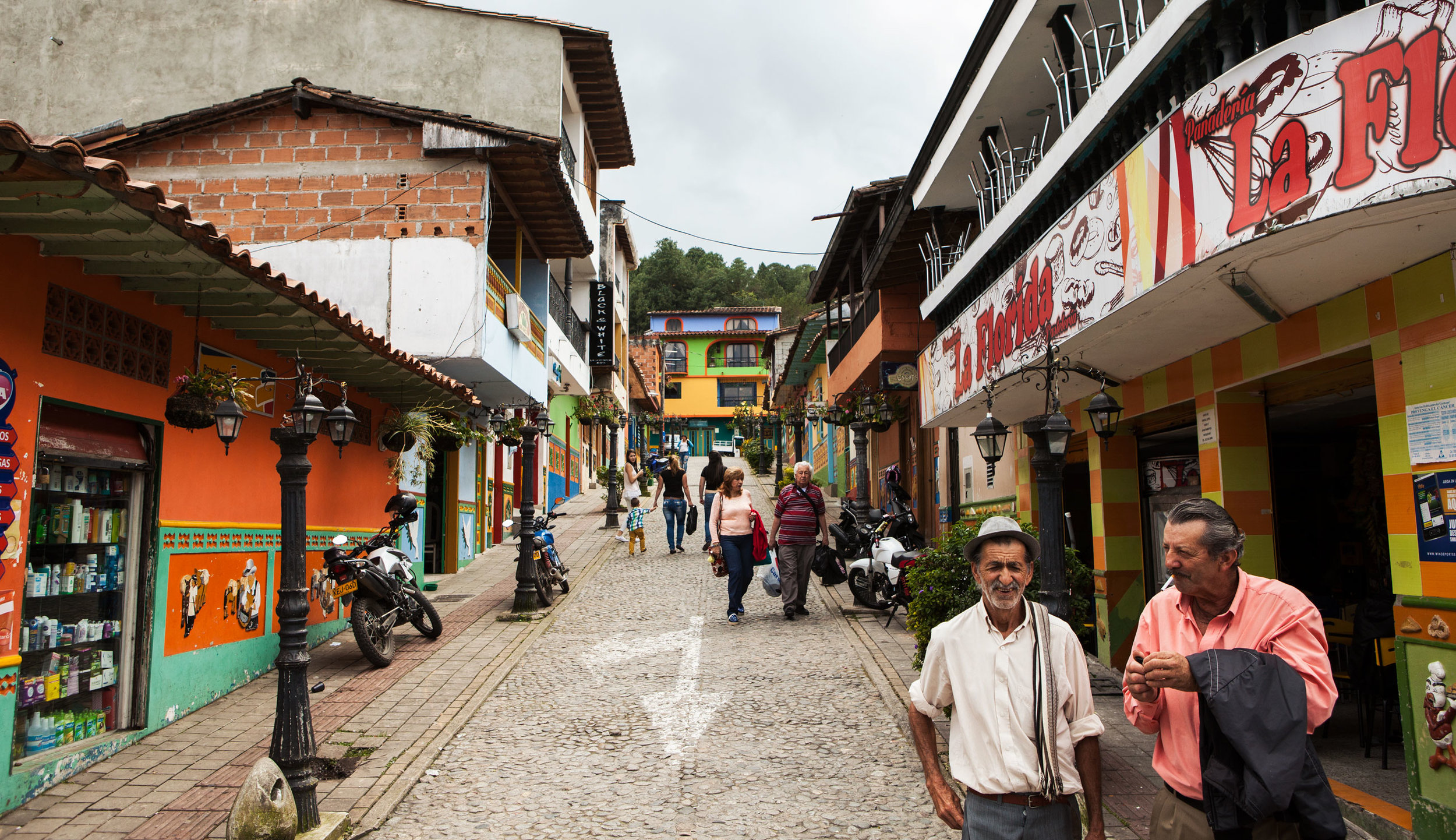 el-penol-guatape-colombia-wander-south-street-1.jpg
