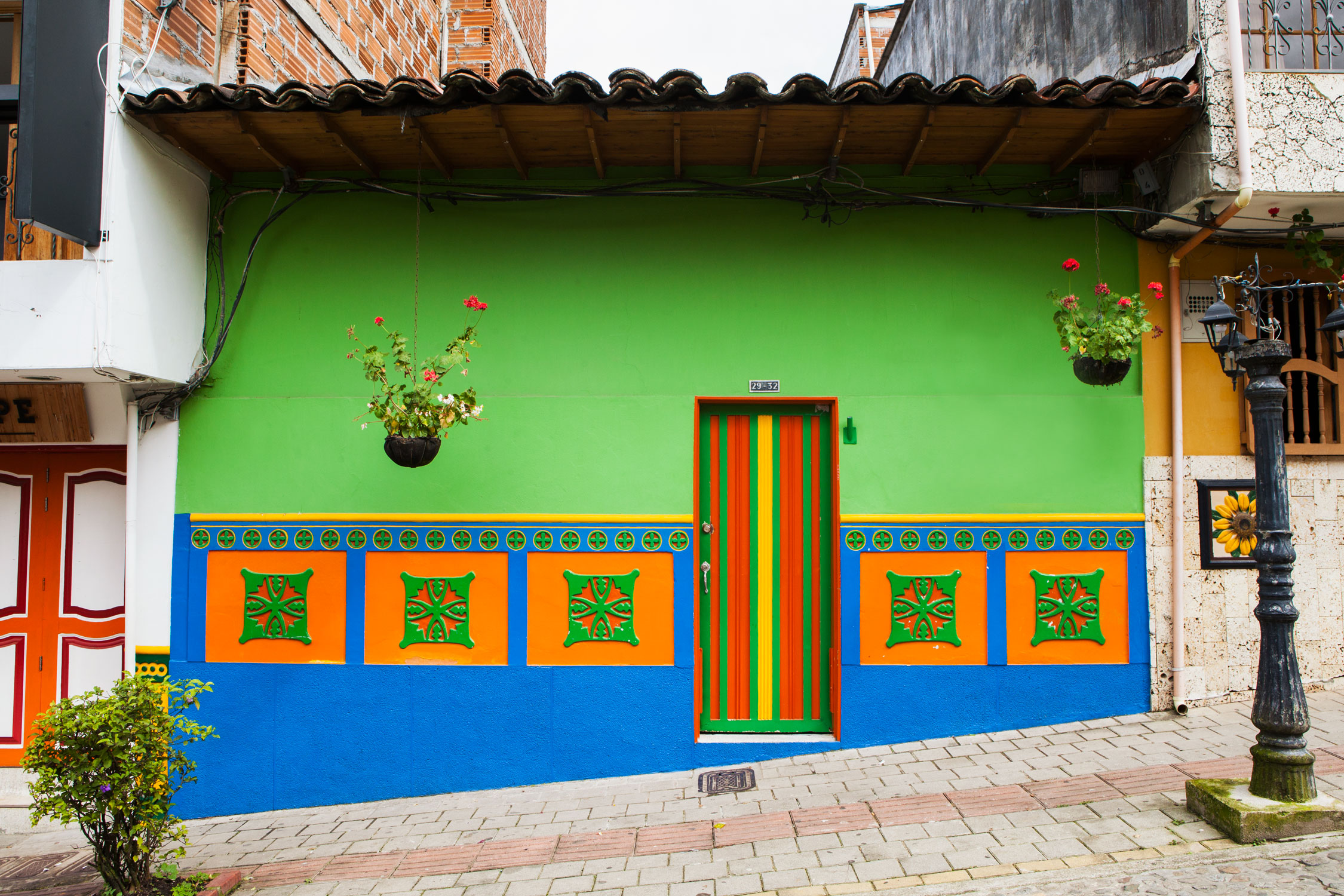 el-penol-guatape-colombia-wander-south-street-3.jpg