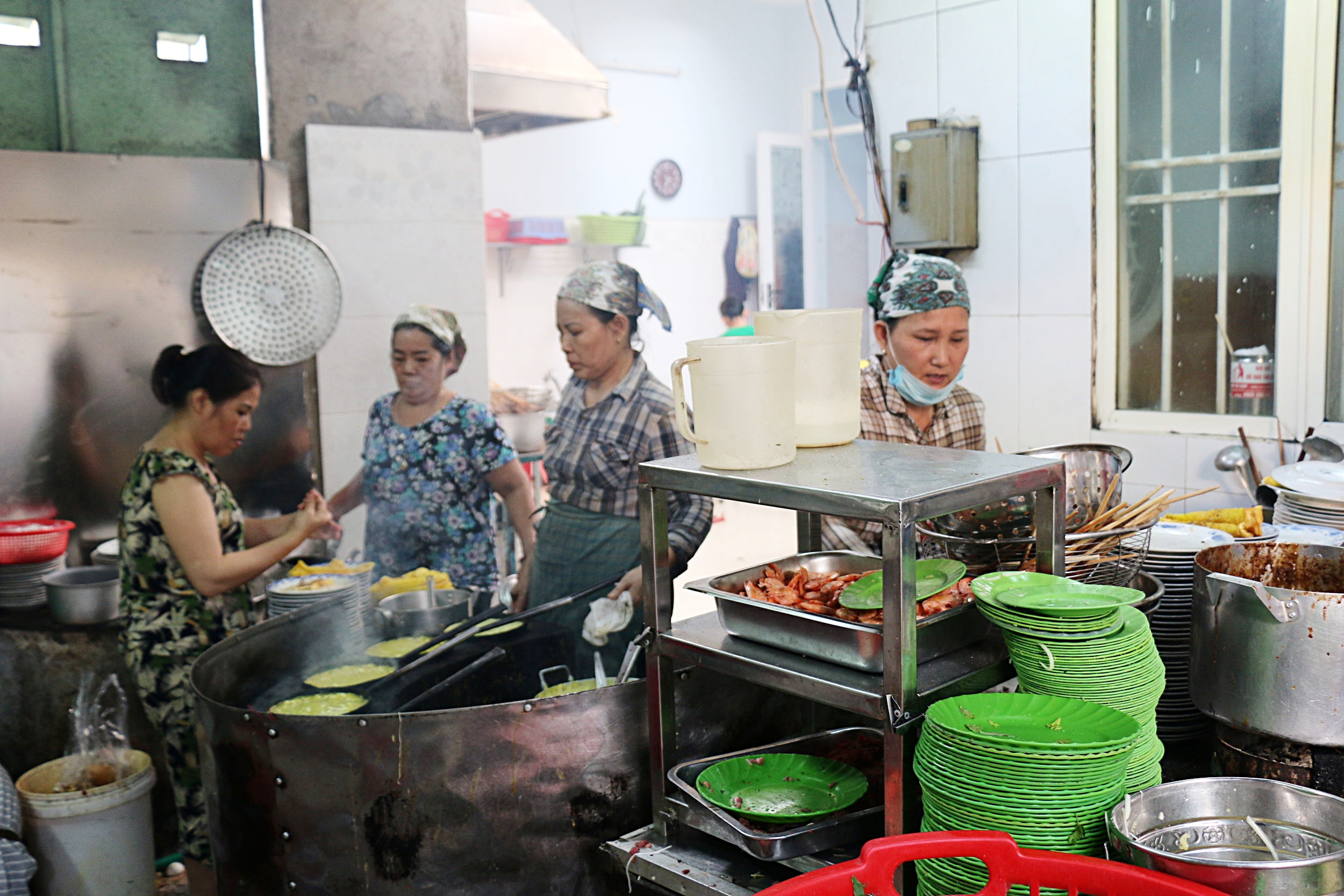 These ladies hard at work churning out crepes, grilled meats and sauces for their customers.