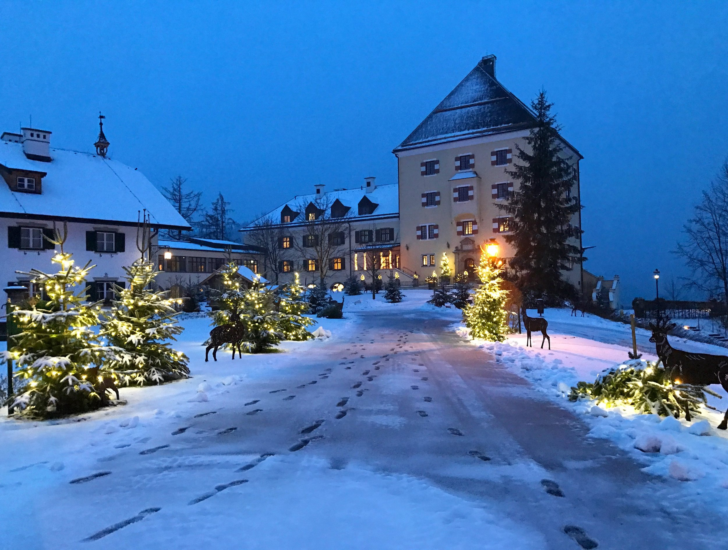 Feels like the perfect Christmas here at Schloss Fuschl. Wish I could wake up to this sight every early morning