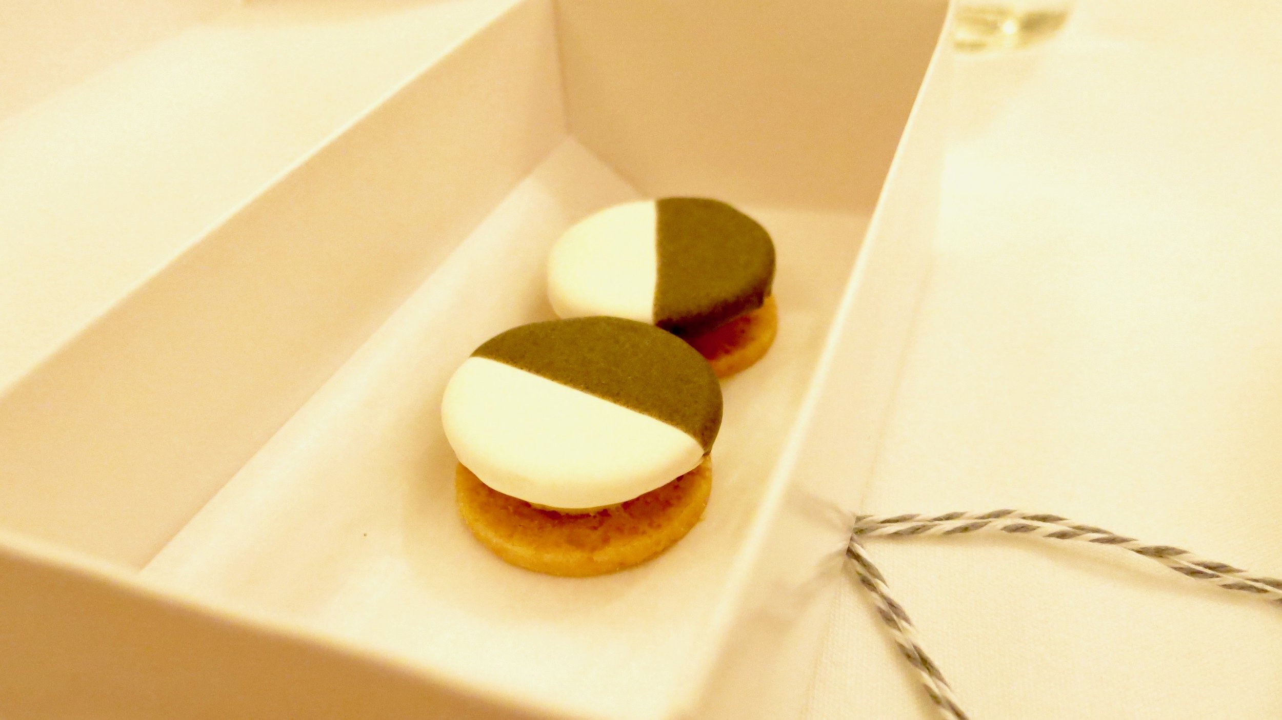(Inside the box ) Cheddar: Savory Black and White Cookie with Apple (Lovely Start)