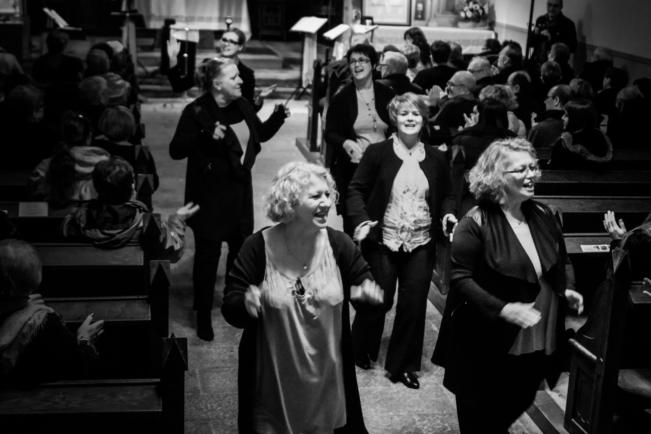 Vox Femina aime partager avec le public, et transmettre des émotions, que ce soit en concert ou dans des mariages, festivals, animations...
