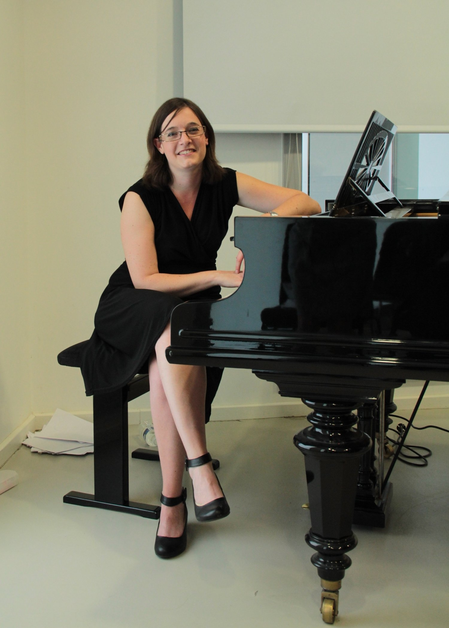 Claire Schaff accompagne Vox Femina au piano depuis quelques années. Ici sur le piano de Robert Schuman, à l'occasion des Heures Musicales, organisées à la Maison Robert Schuman le 21 août 2016.