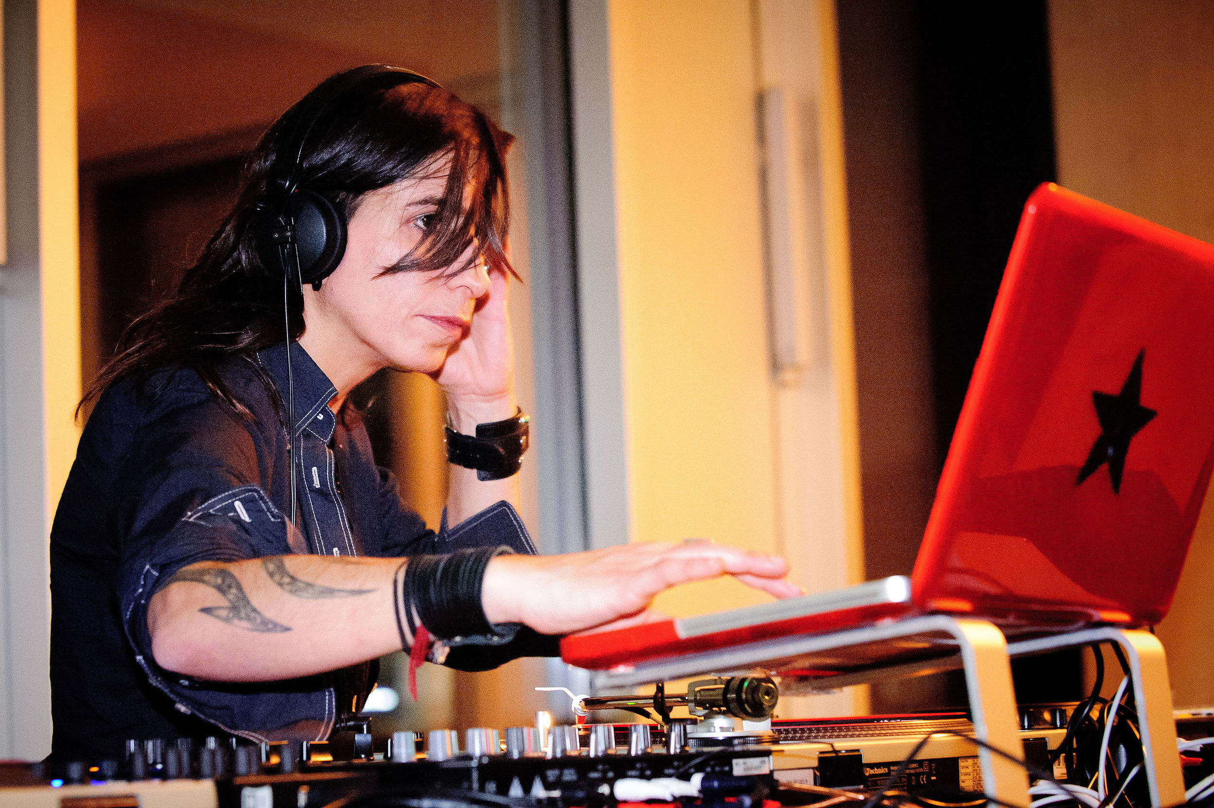 DJ Ipek. Photo by Stephan Röhl (via  Wikipedia )