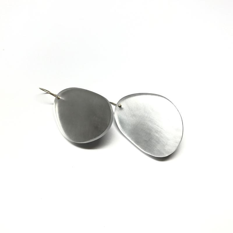 grey_shimmer_earrings_2_800x.jpg