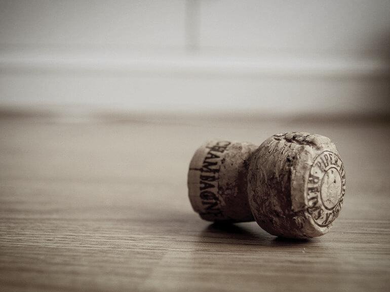 champagne-corck-table.jpg