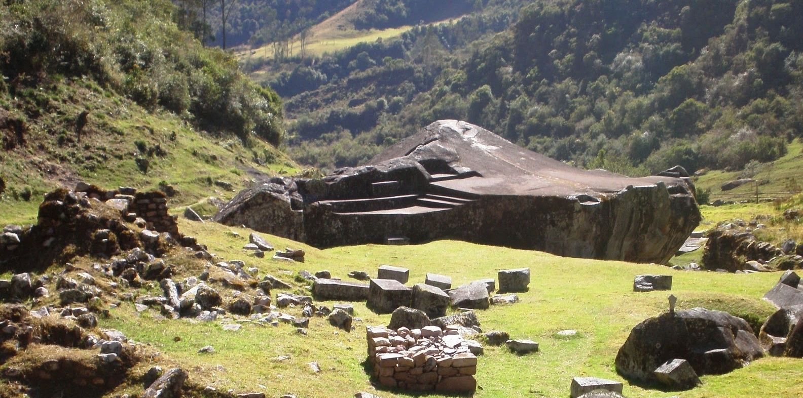 White Rock (Yurak Rumi in Quechua) the legendary home of the great Yurak Rumi Inca Oracle. Looking south.
