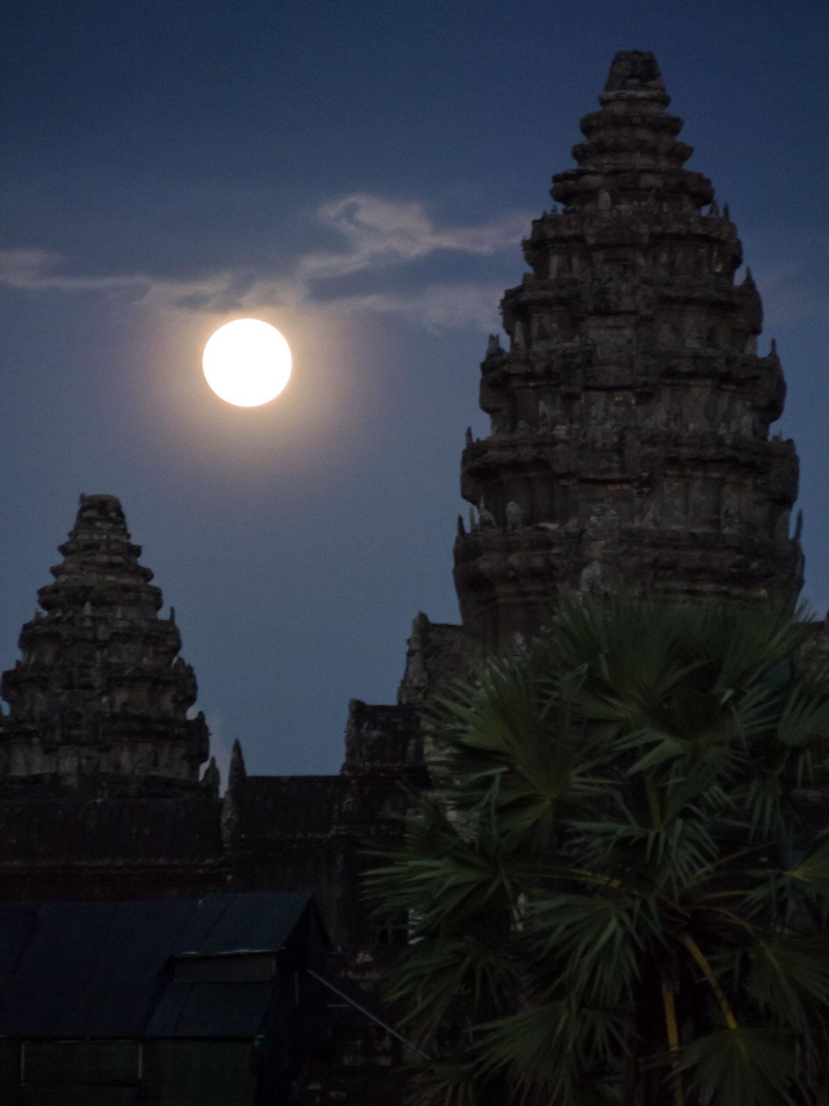 Full moon rising above Angkor Wat. ©ashleycowie.com