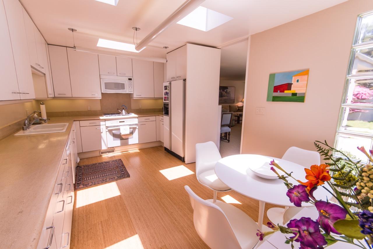 1526_East_Valley_Drive_kitchen2.jpeg