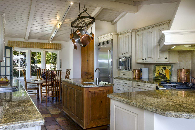 2885_East_Hidden_Valley_Lane_Kitchen.jpg