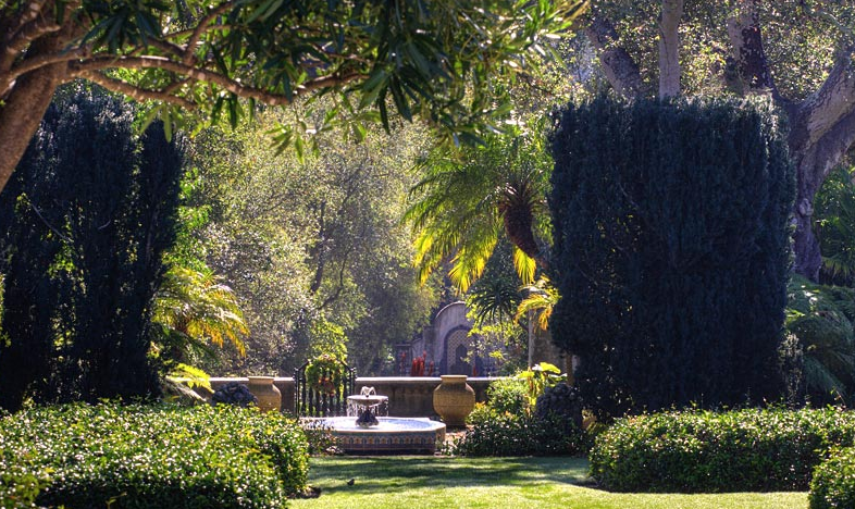 The estate grounds are meticulously maintained showcasing this architecturally signficant home