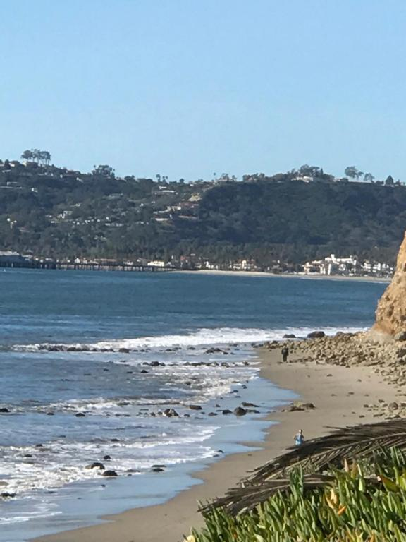 1086_ChannelDrive_beach_view2.jpg