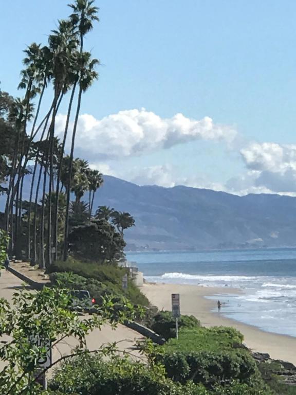 1086_ChannelDrive_beach_view.jpg