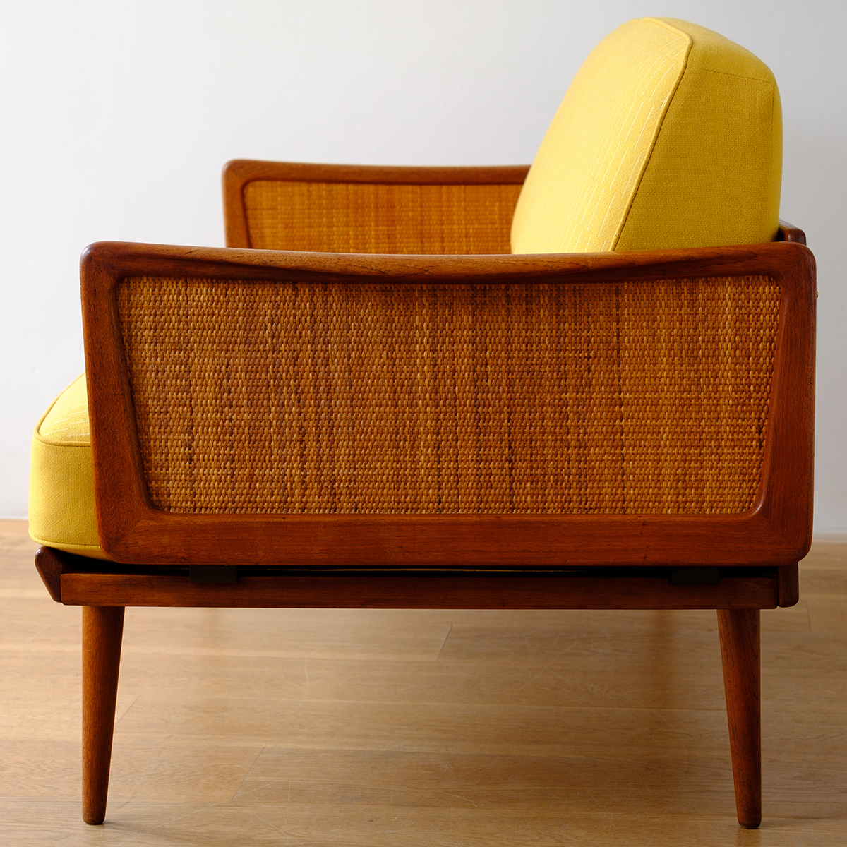 Be_Seated_Leith_sofa_with_Eleanor_Pritchard_fabric_square_1a.jpg