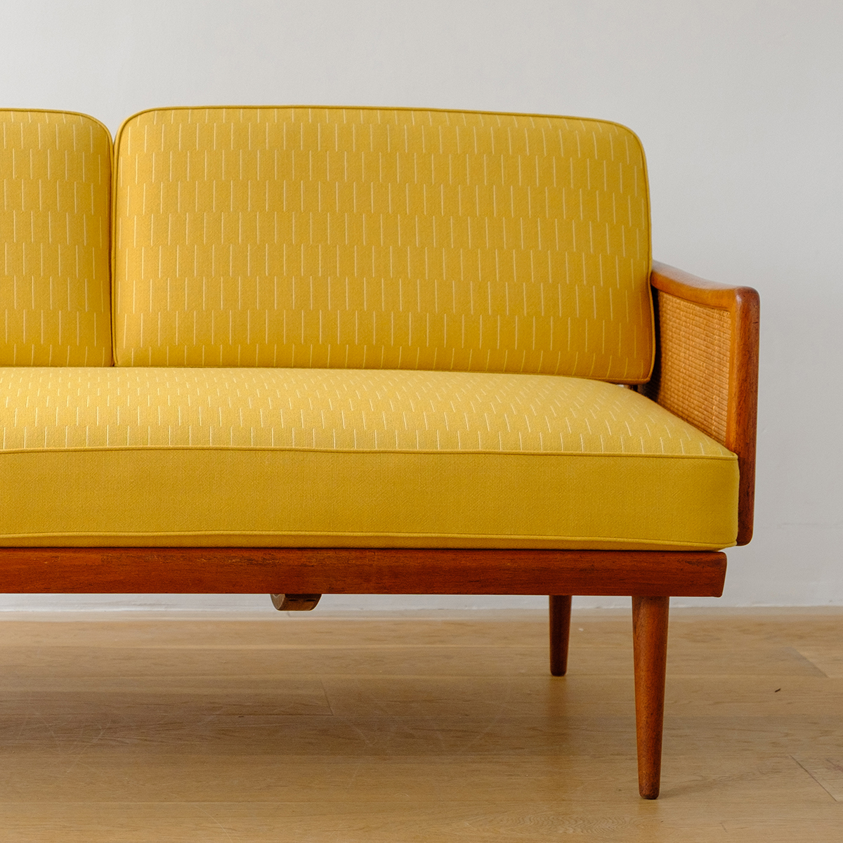 Be_Seated_Leith_sofa_with_Eleanor_Pritchard_fabric_square_2a.jpg