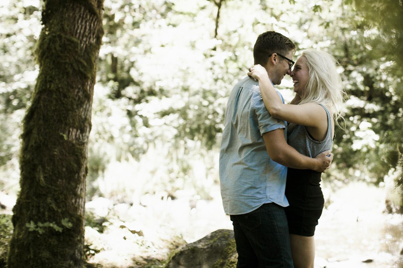columbia-river-gorge-wahclella-falls-engagement-photos-kissing-under-trees