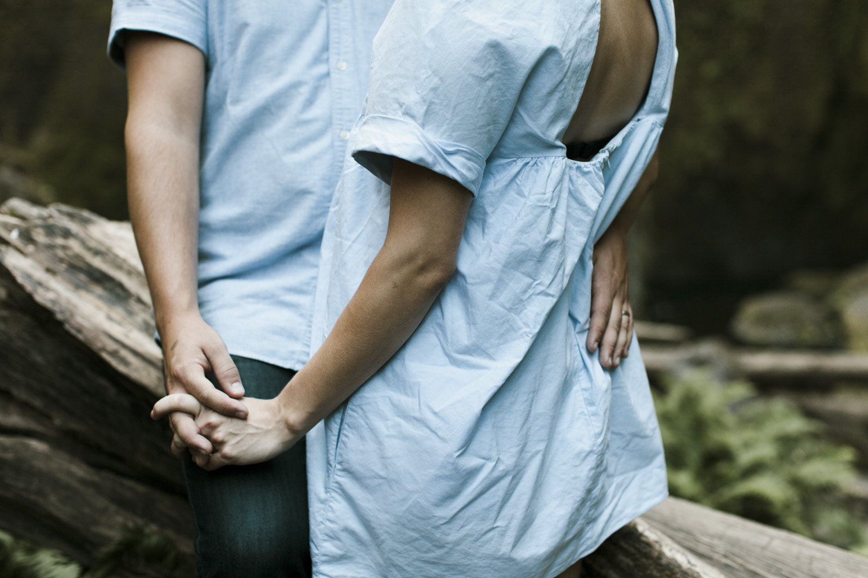 columbia-river-gorge-wahclella-falls-engagement-photos-pretty-dress