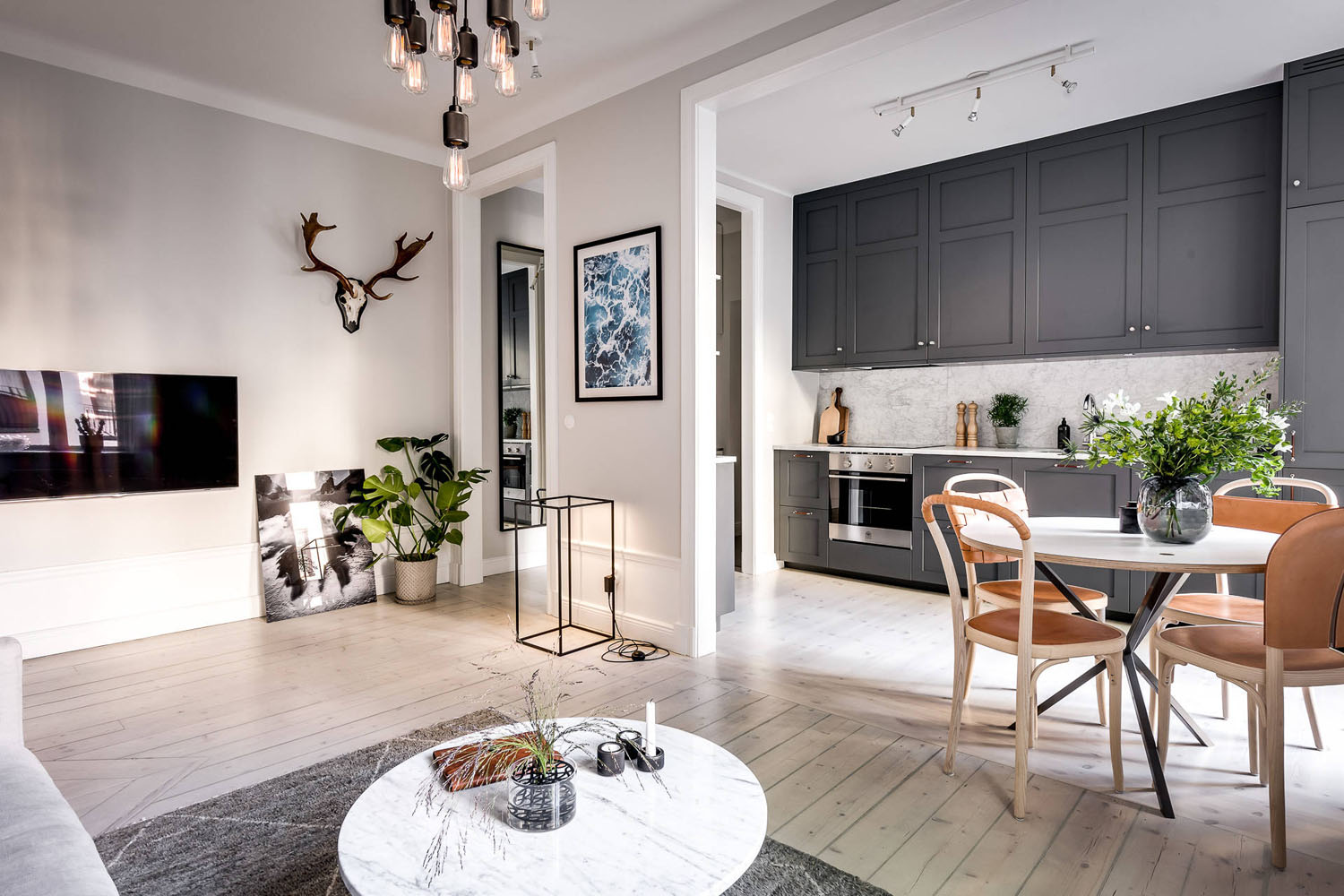 Luxurious-Contemporary-Small-One-Bedroom-Apartment-Sweden_1.jpg