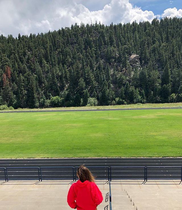 TRACKING DOWN. We can't get enough of this gorgeous setting for a track, right on the edge of the woods and the Platte River; it is  the High School track in Bailey Colorado. If you ever find yourself on highway 285, pull over and run a lap—or really get after it and  do some intervals. You won't regret the choice to linger! #runningisbeautiful - - Love this bright red jacket? It's our Eugene Jacket, a water-resistant Windbreaker made from nylon Supplex. It is breathable and reflective, with long cuffs that cuff back when you don't need them over your hands. Adjustable para cord at the waist and a front kangaroo pocket makes it versatile for running adventures. At vanderjacket ♥️com - - - - - - - - - - - - - - - - #vanderjacket #geargarment #runbeautiful #coloradolove #coloradorunner #trailrunningmag #trailrunnergirl #trailrunnerlife #colorado_creative #wehikecolorado #colorfulcolorado #madeincolorado #coloradomade #trackgirls #trackandfieldlife #eugenemarathon #eugeneoregon #runeugene #portlandstyle #portlandrunners #boulderrunningcompany #runnerd #runlife #runlifestyle #runrunrun #runoutside #epicrun #runalways