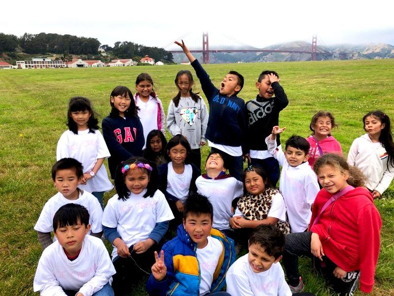 Estudiantes de Longfellow en Crissy Field durante un día de excursión de verano