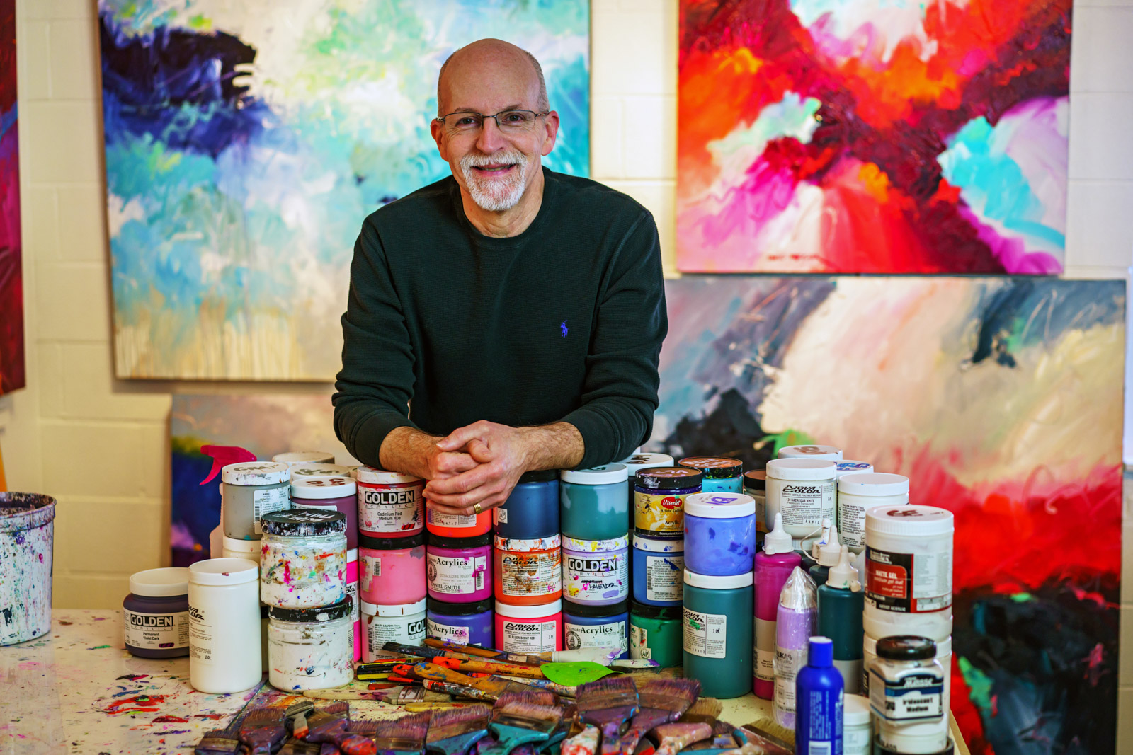 Hi, I'm David. - An Award Winning Abstract Painter, Nationally Recognized Art Educator, Juror and Author dedicated to helping YOU become a better painter, period.Through live workshop events, books, videos and online training courses I help painters, both amateur and professional alike, to loosen up their painting style, understand art design fundamentals and discover the joy and freedom of abstract painting. Painting that comes from the heart, not the head.I am ready to Instruct, Inspire and Motivate YOU to become the painter YOU have always wanted to be.Read David's Story