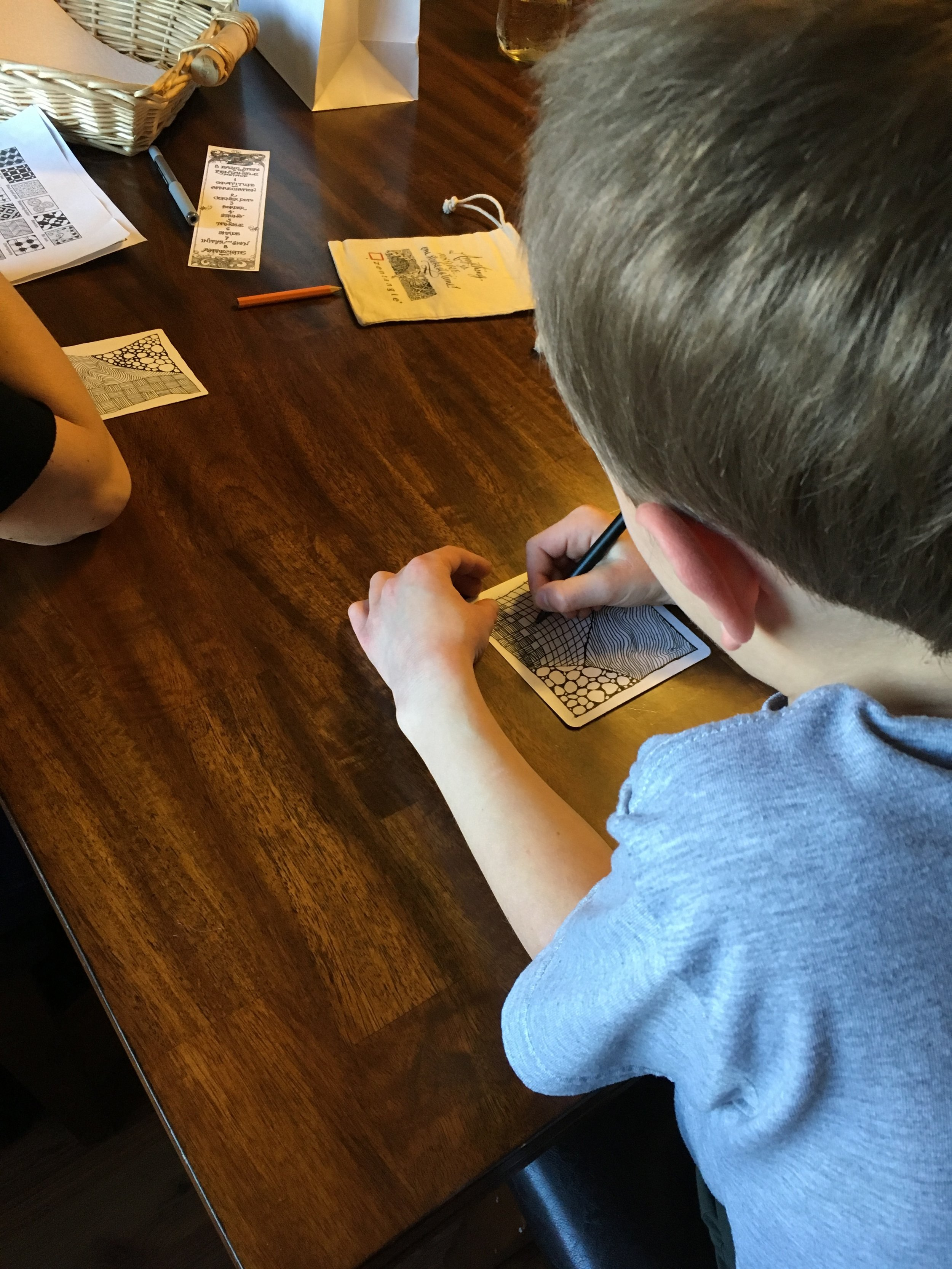 Kids 'n art - Let your kids from 6-18 yrs. old have fun exploring different art forms. Zentangle is a great activity for them to not only have fun drawing, but it also increases attention to detail and attention span, improves handwriting and fine-motor coordination, and provides a way for self-expression and self-calming.