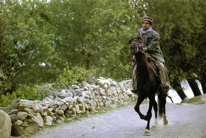 ahmad-shah-massoud-panjsher19831.jpg