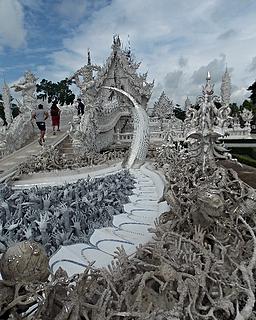 tour the white temple in chiang rai.jpg